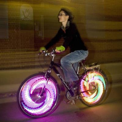 Lumières sur roue de vélo