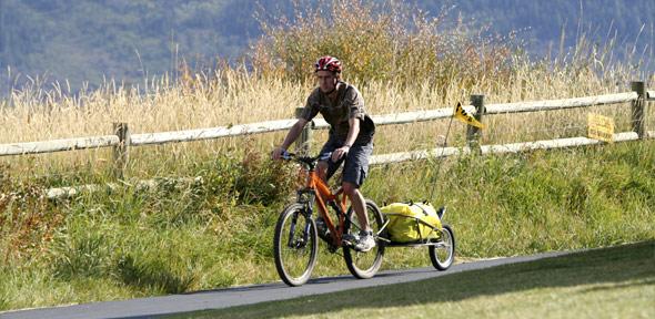 Les remorques monoroue pour les cyclistes voyageurs !