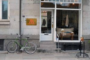 À Copenhague, chaque boutique a son propre parking vélo