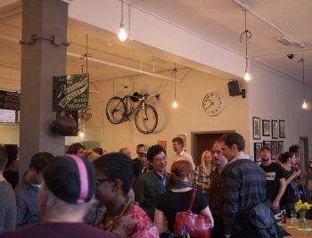 Café-vélo : savourer un café pendant la réparation de votre vélo !