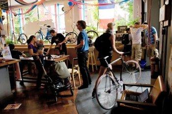 communauté cycliste londonnienne au café vélo