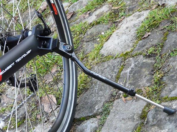 tenir son vélo grâce à une béquille