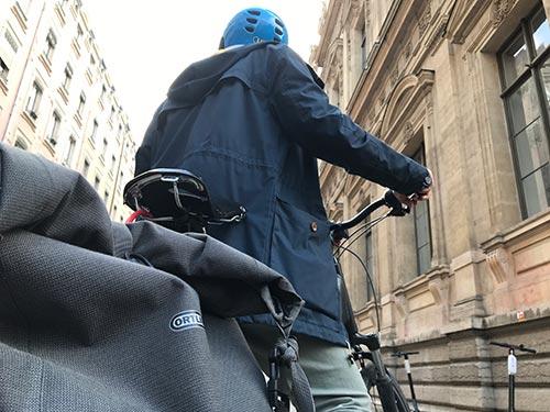 À vélo pendant les grèves, pensez à votre équipement