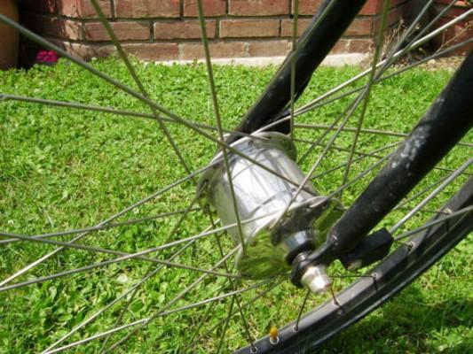 Dynamo moyeu : de l'énergie dans la roue du vélo