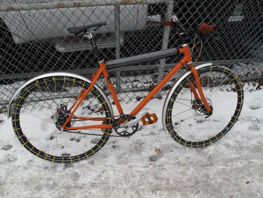 Des chaines pour faire du vélo sur la neige !