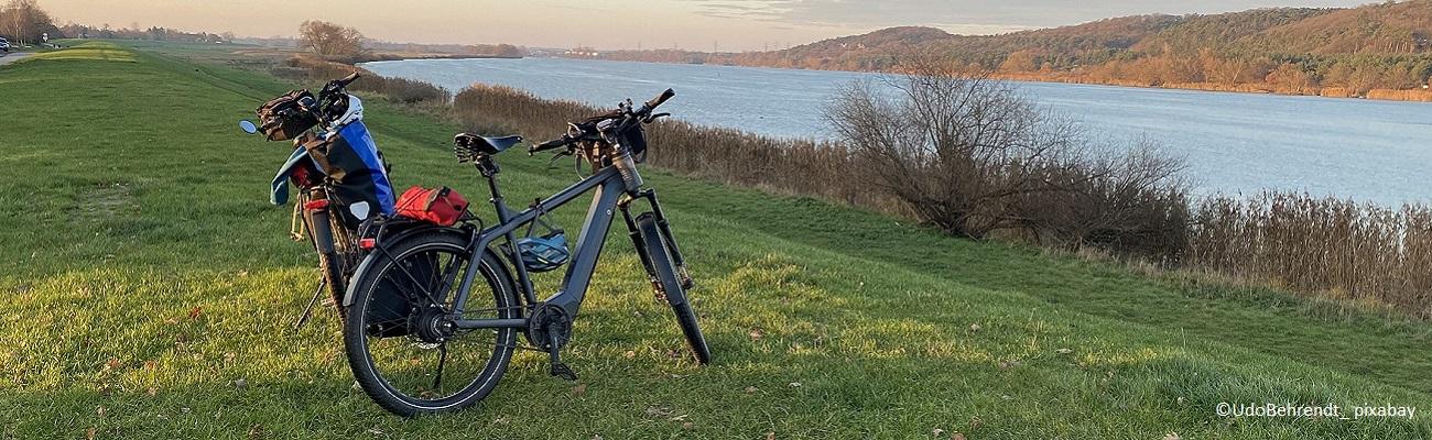 Les accessoires pour un vélo électrique sécurisé et bien équipé