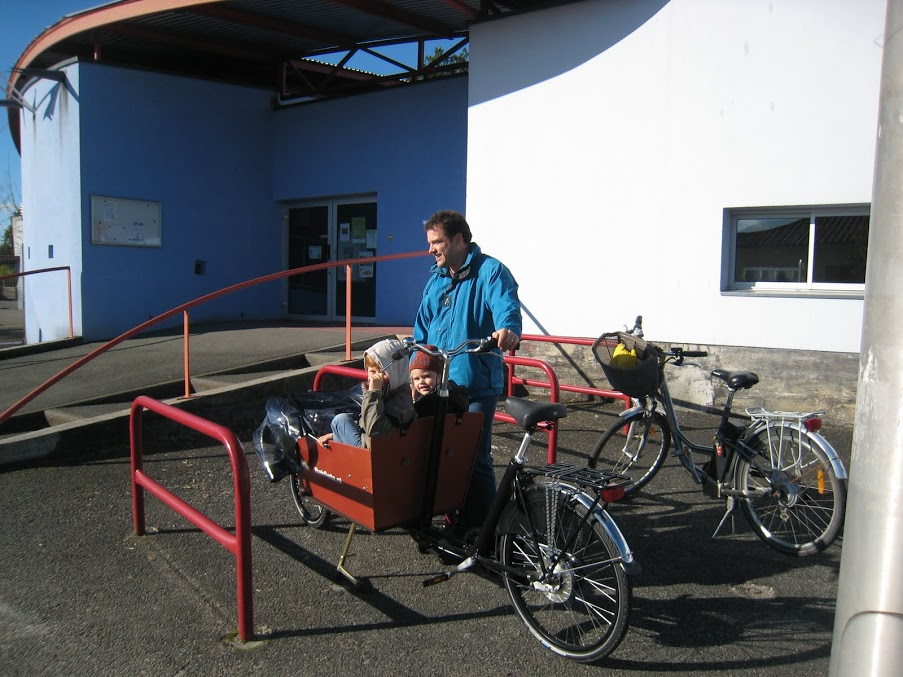 Le vélo cargo pour emmener ses enfants à l'école