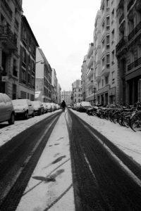 Une rue enneigée