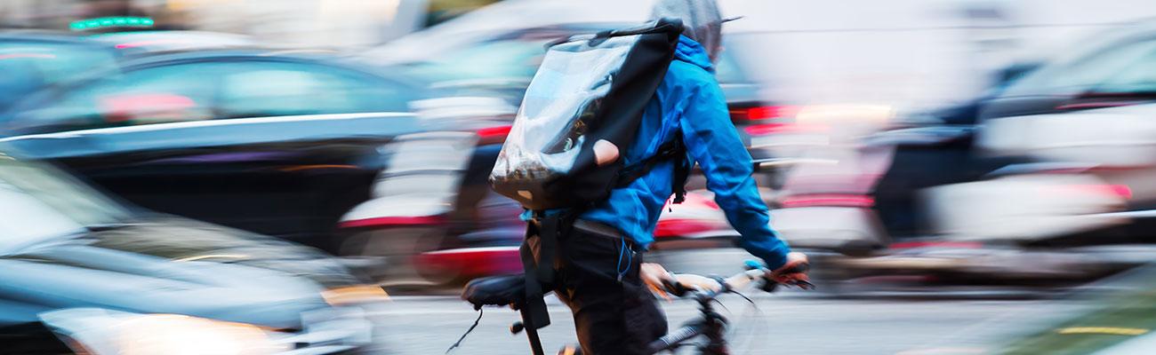 Les travailleurs à vélo : le coursier brestois