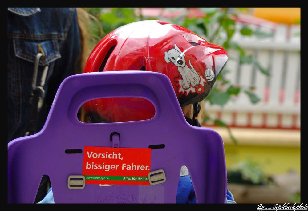 Concours photo « L'insolite dans le vélo »: Attention conducteur mordant