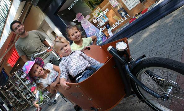 Tous en vélo biporteur pour aller à l'école