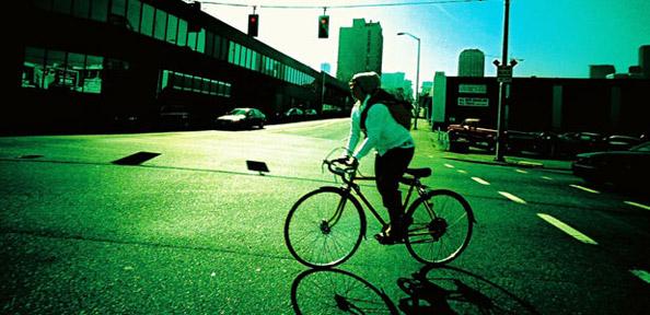 Quelques conseils pour trouver sa place à vélo sur la route