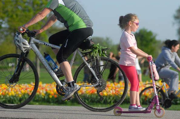 Comment apprendre le vélo à un adulte ?
