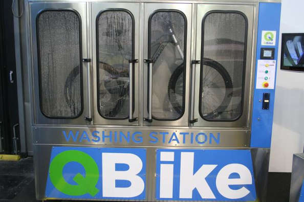 le q bike station de lavage pour v lo. Black Bedroom Furniture Sets. Home Design Ideas