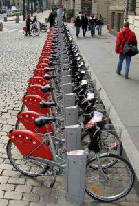 Une station de Vélo'V à Lyon
