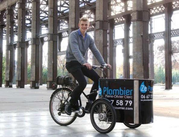 Travailleurs à vélo : le plombier nantais en triporteur