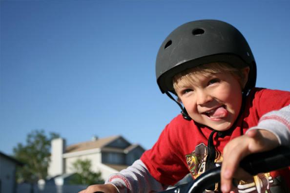 Étude : le vélo sans casque plus dangereux que la moto sans casque ?