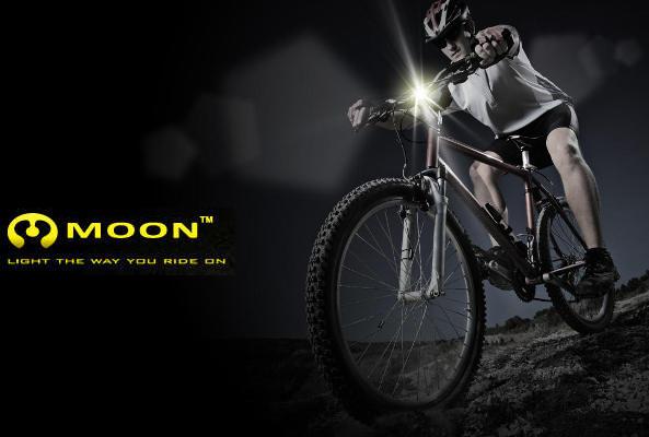 Les feux vélo rechargeables par USB de la marque Moon