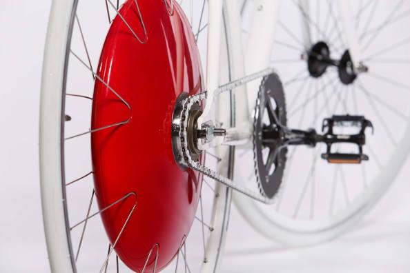 Transformer son vélo en vélo à assistance électrique en changeant une seule roue