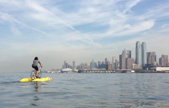 Faire du vélo sur l'eau : le future de la mobilité ?