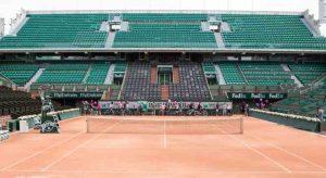 Traversée des courts de Roland Garros à bicyclette
