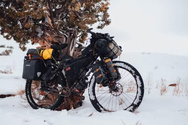 vélo en hiver, faire du vélo quand il neige en bikepacking