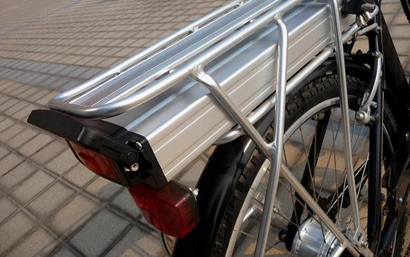 VAE vs voitures : le vélo à assistance électrique inscrit de bons scores