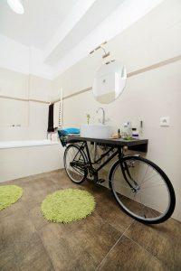 diy-déco-vieux-objets-meuble-vasque-bicyclette