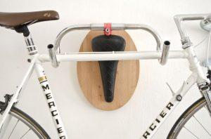 idée décoration vélo intérieur guidon selle