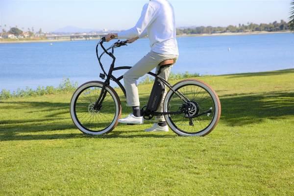 vélo électrique avec batterie sur tube de selle