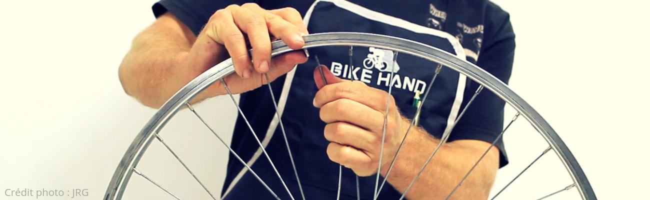 Conseils pratiques pour changer le rayon d'une roue de vélo
