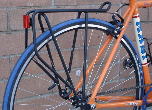 Comment monter un porte-bagages sur un vélo sans trous filetés ?