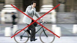 Cycliste au téléphone