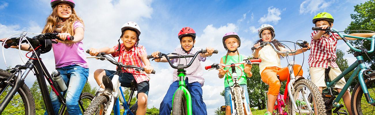 Transporter un enfant : les règles de sécurité à vélo