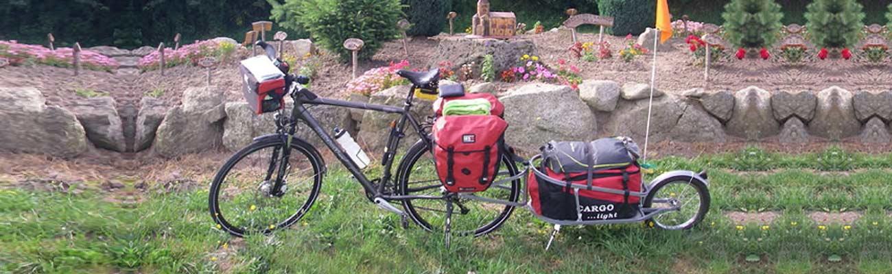 Voyage à vélo : sacoches ou carriole ?