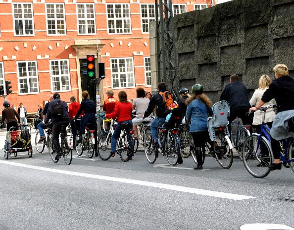Le plan d'actions pour les mobilités actives : encourager la marche et le vélo