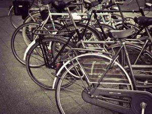 Un parking vélo dans une entreprise