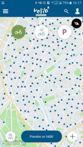 L'application smartphone Vélib' permet de trouver une station à proximité