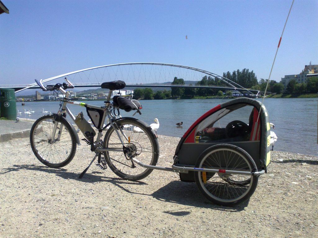 Vacances à vélo avec une remorque enfant