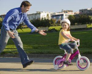 vélo port du casque pour enfant