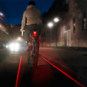 feu-velo-arriere-avec-laser-piste-cyclable-lumineuse_full