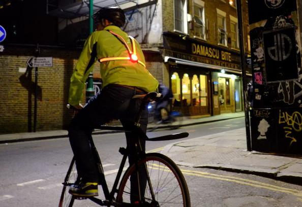 Soyez un cycliste visible avec l'éclairage Commuter X4 !
