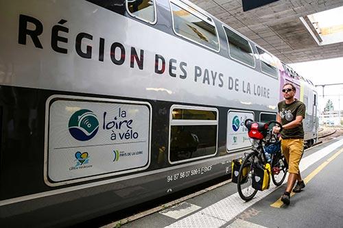 Le Train Vélo Loire permet d'embarquer gratuitement son vélo sur la véloroute