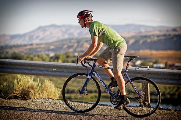 Eviter le mal de dos à vélo en 4 points