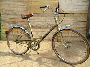 Vélo ancien rénové et nettoyé