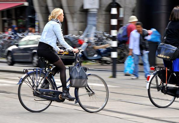 Nos conseils pour rouler à vélo sur les pavés ou les rails de tram