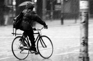 faire du vélo sous la pluie