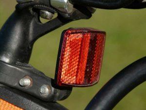 Catadioptre rouge à l'arrière pour vélo