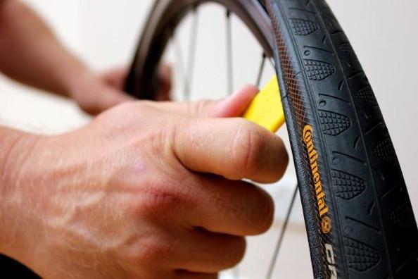 Que faire lorsque les pneus se montent difficilement sur les jantes ?