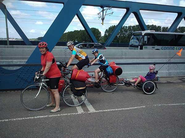 La remorque vélo à pédales, une solution idéale pour un cyclovoyage